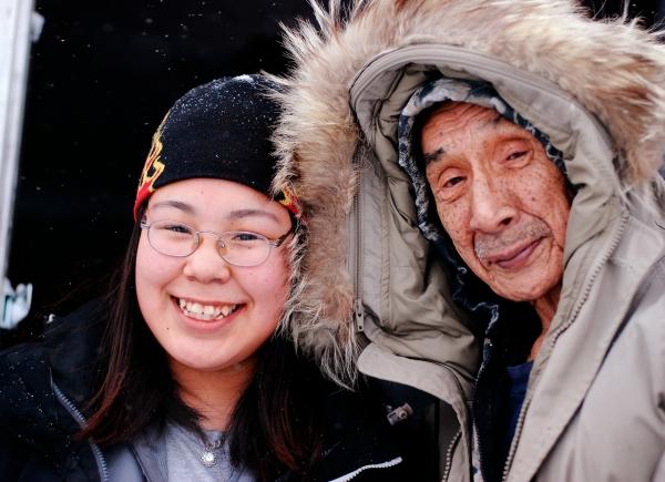 Vater und Tochter aus Shishmaref im Februar 2008 von lAngela (der Lehrerin des Mädchens)